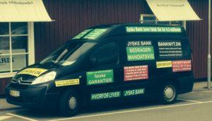 TÆNK HVAD FAMILIEN SKAARUP FRA HORNBÆK GØR BARE FOR AT FÅ JYSKE BANKS OPMÆRKSOMHED :-) EN SAMTALE MED CEO ANDERS DAM VILLE SIKKERT KUNNE GØRE DET. MEN LEDEREN AF JYSKE BANK ANDERS DAM, VIL BARE IKKE DIALOG, I SAG OM JYSKE BANKS HÆDERLIGHED. :-) Anders du kunne have lukket sagen i maj 2016. Men frem for dialog Valgte Anders Dam at jyske bank vil forsøge bekæmpe bankens kunder / offer, ved forsat at lyve og villede, dette for at skuffe i retsforhold, som jyskebank jo kontinuerligt har gjort det siden 2008/2009 :-( :-( DET SYNTES AT VÆRE YDERST MAGTPÅLIGGENDE, FOR JYSKE BANK & DETES LEDER ANDERS DAM AT LYVE KONTINUERLIGT. SIDEN JYSKE BANK BARE IKKE VIL TALE SANDT, OM LÅN 4.328.000 kr. I NYKREDIT LAD OS STARTE MED FØRSTE PUNKT. :-) Du som fatter mistanke at enten lyver vi ellers lyver jyske bank. Vi fremlægger gerne alt og gennemgå alle bilag med dig også. Spørg om jyske bank vil gøre det samme. :-) :-) Så derfor Anders Dam http://boligsikring.dk/dagbogs-bemaerkning-med-billeder-for-at-raabe-jyske-bank-op-til-dialog-og-at-stoppe-bedrageri/ :-) Dette opslag kan du Anders Dam takke dig og din måde at lede banken på. Familien er klar til kamp op imod både dig og din uhæderlige bank Jyske bank Vi skal nok få de svar vi kæmper for. :-) Om nogle så læse dette her opslag vides ikke. men hvad fanden :-) historien er skide god, og det hjælper på humøret at skrive. :-) Jyske bank i kan tænke hvad i vil. Nar, idiot, klovn, spadser. Fald DØD om, lorte kunde som opdagede svindlen. Familien skriver kun fordi jyske Banks leder og DIRIKTØR CEO Anders Dam nægter at svare og holde op med at lave bedrageri. :-) :-) Og naturligvis fordi jyske bank nægter at dokumenter at vi i NYKREDT skulle have lånt de 4.328.000 kr. som vi siger jyske bank lyver om. Og som Nykredit iøvrigt heller ikke kender noget til. :-) Familien siger at jyske bank lyver om dette her lån på 4.328.000 kr. i Nykredit, for at jyske bank kan lave bedrageri af kunde. Hvad siger jyske bank og deres leder så til disses anklag