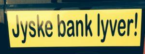 """MISTET PENSIONEN GRUNDET SVINDEL I STOR DANSK BANK. :-) Er din pension sikker i ATP PFA Vores var sat i antikviteter, som måtte sælges billigt, for at overleve det svindel og bedrageri jyske bank udsatte os for. :-) :-) Prøv selv at google hvad de forskellige ord, som bruges faktisk betyder. :-) :-) Hvad er svindel """"handlemåde hvis formål er at snyde eller narre nogen"""" - Hvad er bedrageri """"Bedrageri er en formueforbrydelse, som består i, at man ved at vildlede nogen får dem til at handle anderledes end de ellers ville, og dermed fremkalder et uberettiget økonomisk tab hos andre og hos sig selv en vinding."""" :-) :-) :-) Hvad skriver jyske bank lige om sig selv ? Hæderlig, Ærlig, Troværdig :-) Hvad er hæderlig """"ærlig, retskaffen og respektabel; præget af en høj moral"""" - Hvad er ærlig """"En som holder sig til sandheden; som ikke lyver"""" - Hvad er troværdig """"En som man med rimelighed kan tro eller stole på"""" :-) Men passer disse ord til jyske bank ? Følg sagen og svar så :-) :-) Var det en fejl ? At jyske bank vægte at bedrage os At jyske bank fortsætter med at bedrage os. Næppe - For ellers ville Anders Dam vel næppe frabede sig henvendelser, og dialog, efter vi 25 maj 2016. Oplyst Anders og koncernen ledelsen i jyske bank. At her er der vist tale om et FALSK lån på 4.328.000 kr. :-) Vi ville vel vel næppe tilbyde jyske bank, ved deres ordførende formand Anders Dam At betale 250.000 kr. Bare for en kopi af lånet på 4.328.000 kr. I Nykredit og bevis for at der findes 2 aftaler og godkendelse af 2 rentebytte aftaler til lånet på de 4.328.000 kr. :-) :-) Undskylder at der bruges ord, som er taget direkte fra straffeloven, men det passer så fint ind i sagen. :-( :-( En ubetydelig lille sag i JYSKE BANK for FALSK & SVIG Så lille og ubetydelig, at jyske bank, nægter dialog for undgå at bekræfte at bilag alle er ægte og sande. :-) Muligt jyske bank kun tænker på at sikker sig jyske banks interesser. Men behøver jyske bank ligefrem også at lave svig / bedrageri, for at sikker sig b"""