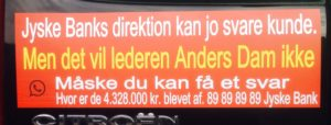 Kontakt jyske bank Spørg hvorfor bankens ledelse ikke vil stoppe bankens bedrager imod kunder.